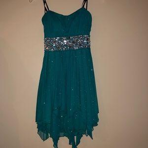 Dresses & Skirts - Prom/Homecoming Dress - Short